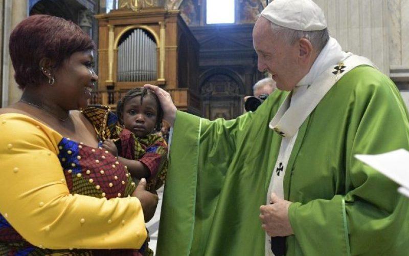 Папата: Мигрантите се луѓе, а не социјално прашање