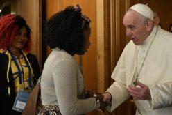 Папата: Потребно е да се ослободат жените од ропството на проституција
