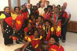 Папата се сретна со поклоници од Папуа Нова Гвинеја