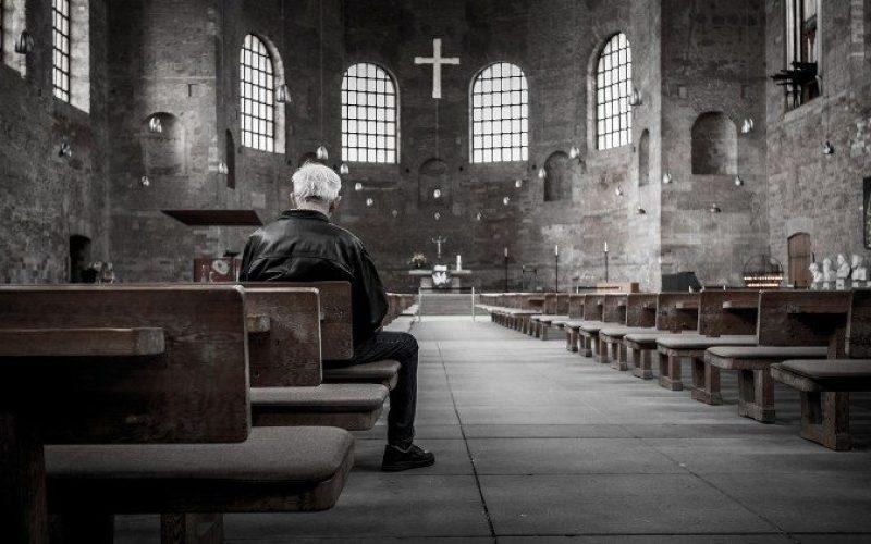 Папата на Твитер: Помогни ни Оче, да го бараме она неминливото, Твојата присутност