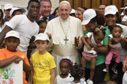 Папата: Ни треба Црква која го подигнува страдалникот