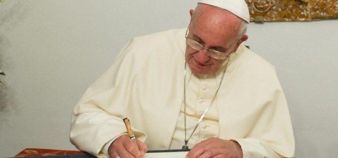 Папата го обнови статутот на Институтот за религиски дела