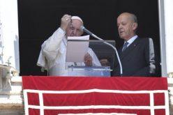 Папата благослови Бројаници за верниците во Сирија