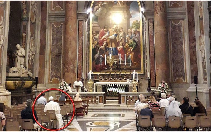 Несекојдневна фотографија од Ватикан
