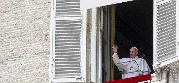 Папата Фрањо: Мораме да го научиме патот до вистинската понизност