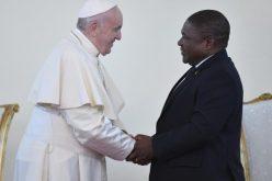 Папата се сретна со претставници на властите во Мозамбик