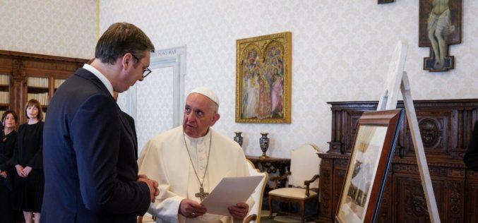 Папата го прими српскиот претседател