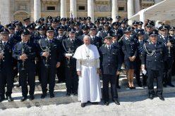 Папа: Направете ги затворите места за поправање, а не лутина
