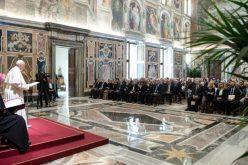 Папата Фрањо до лекарите и стоматолозите: Почитувајте го човечкиот живот и неговата светост