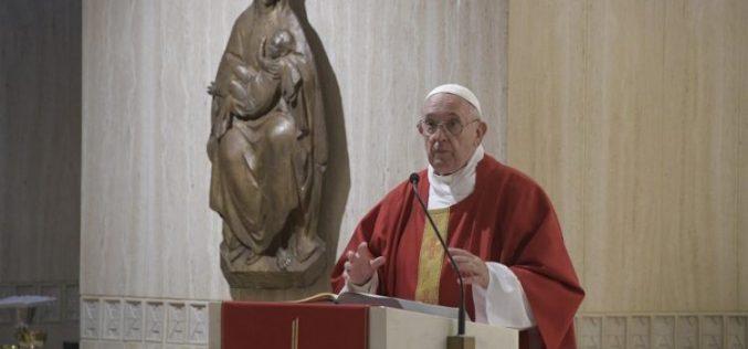 Папата: Преку молитвата епископите нека бидат блиску до Бог