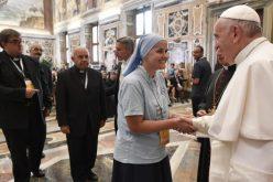 Папа: Треба да станеме живи знаци на Љубовта која ја навестуваме