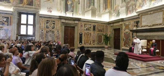 Папата: Живејте го Евангелието за да бидете со Христос и со слабите луѓе