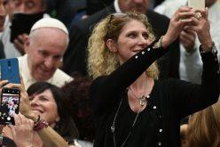 Папата: Во комуникацијата посебно скапоцено е наследството на сеќавањето