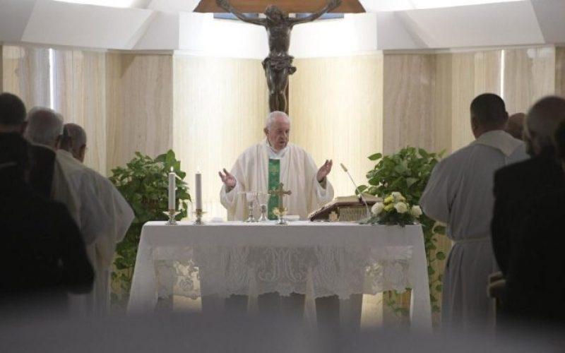 Папата: Грижата за старите и децата е култура на надеж