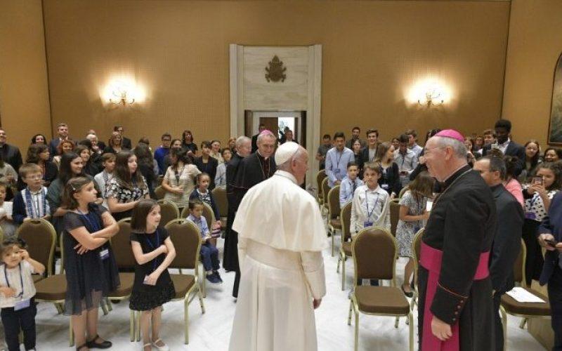 Папа: Не плашете се да учествувате во револуцијата на нежност