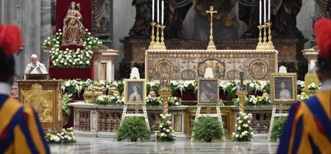 Папата Фрањо: Црквата треба да биде сол на земјата и квасец за целото општество