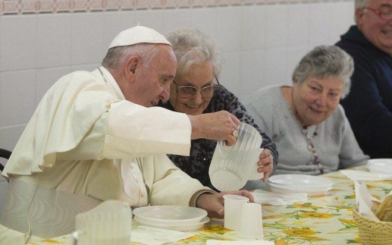 Порака на папата Фрањо за средбата на сиромашните во Лурд