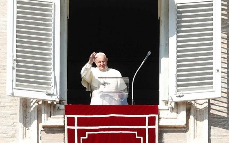 Папата повика да се моли светата Бројаница за мисиите и за мир