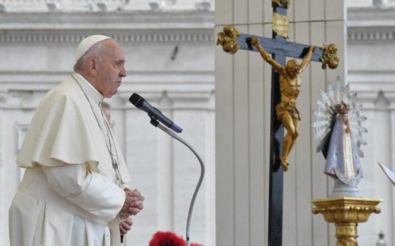 Папата моли за мир во Ирак: Треба да се слушне крикот на Ирак и да се пронајде решение