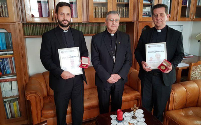Бискупот Стојанов додели Благодарници на богословиите во Сараево за учество во организацијата на Апостолската посета