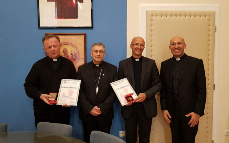 Бискупот Стојанов врачи благодарница на Католичкиот богословски факултет за поддршката во организацијата на Папското доаѓање