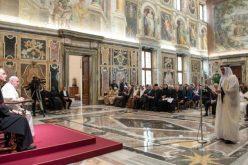 Папата: Отстранете ги од лицето на земјата сите облици на злоупотреба на децата