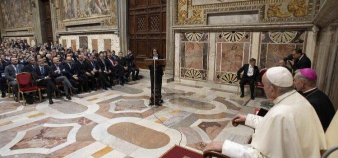 Папата Фрањо: Вистинската праведност се темели на дијалогот, а не на културата на отфрлање