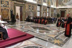 """Папата: """"Не"""" за клерикализација на лаиците, """"да"""" за жените на управни места"""