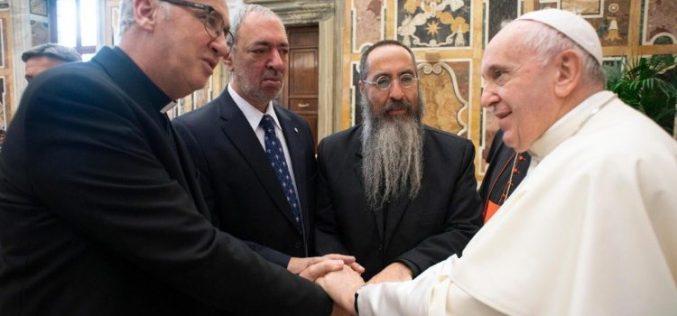 Папата: Верниците се фактор за мир во човечките општества