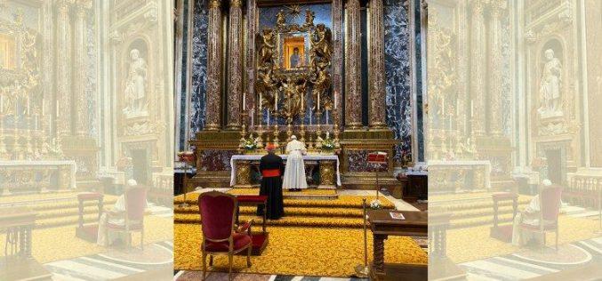 Папата во базиликата Света Марија Велика се помоли за патувањето во Тајланд и Јапонија