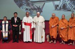 Папата Фрањо во Тајланд: Потребни се средби и дијалог