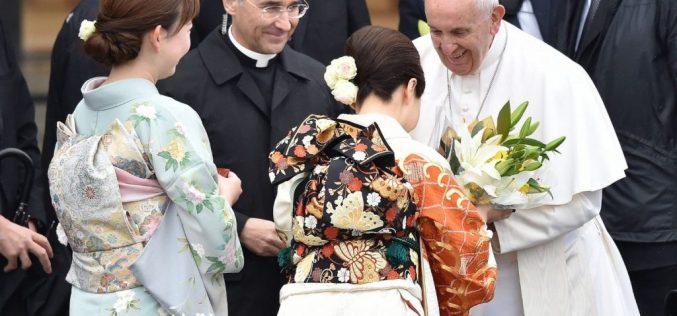 Папата замина од Јапонија