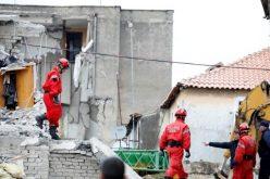 Папата до Албанскиот народ: Блиску сум до жртвите, се молам за мртвите