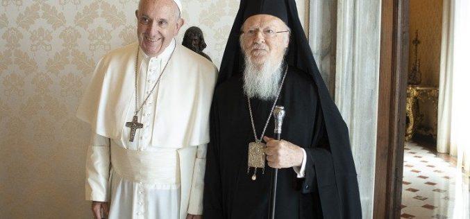 Папата Фрањо до Вселенскиот патријарх Вартоломеј I: Да работиме за полно единство