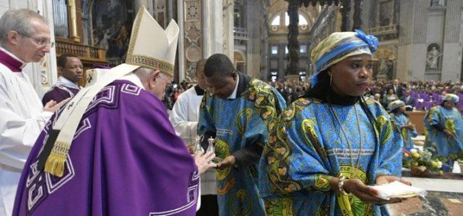 Папата Фрањо: Конзумизмот е вирус кој ја напаѓа верата