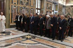 Папа до правниците: Отфрлете ги пресудите кои исполнуваат туѓи желби