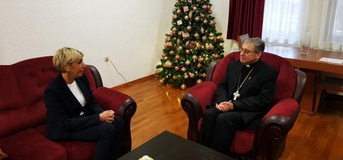 Епископот Стојанов ја прими новата хрватска амбасадорка во Македонија