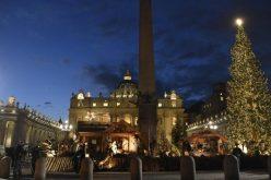 Папата Фрањо: Јаслите не потсетуваат на тоа што навистина е Божиќ