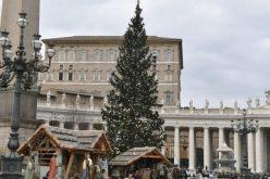 Папата ќе се моли за париската средба за Украина