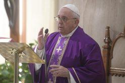 Папата: Да не се жалиме, Господ со нежноста нѐ утешува