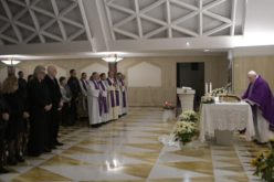 Папата Фрањо: Да не го ставаме Бог настрана