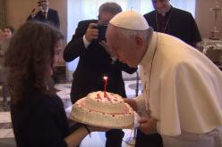 Папата наполни 83 години