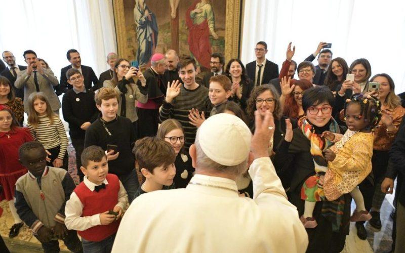 Папа на децата од Католичка акција: Исус ве повикува да бидете мали мостови помеѓу небото и земјата