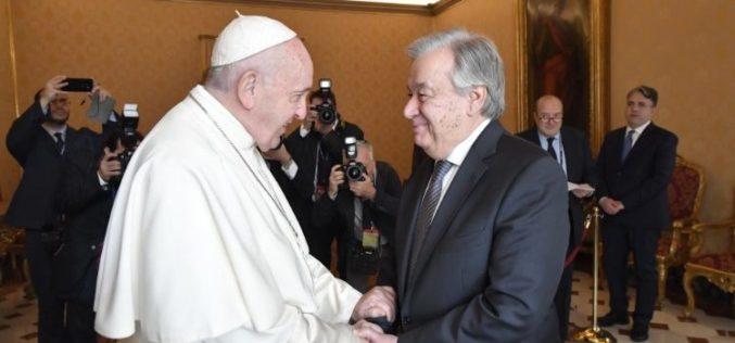 Папата: Вика во небото употребата на религијата за поттикнување омраза