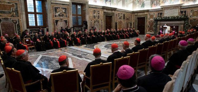 Папата Фрањо се сретна со членовите на Римската курија