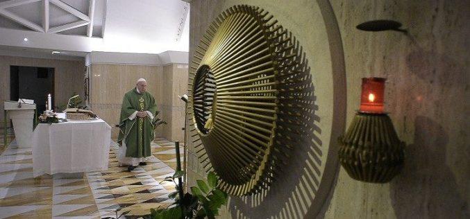 Папата: Едноставната молитва може да Го трогне Бог