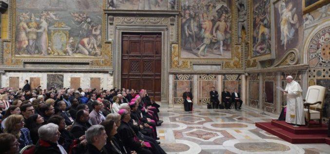 Папа Фрањо: Општеството е цивилизирано ако ја потиснува културата на отфрлање