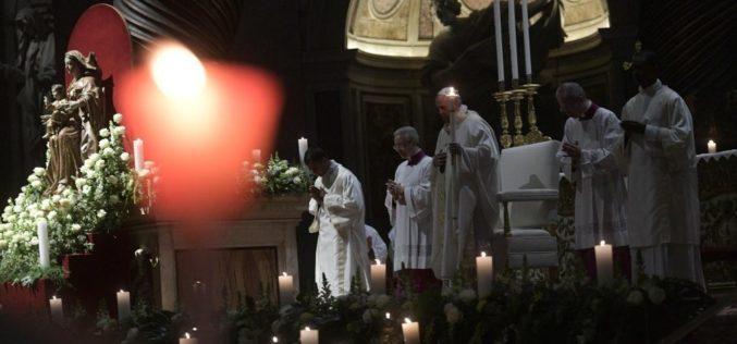 Папата: Погледот на Богопосветените лица може да биде само поглед кон надежта