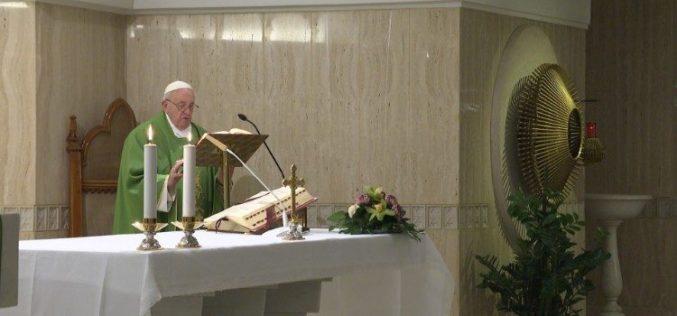 Папа Фрањо: Бог плаче за нас кога се оддалечуваме од Него
