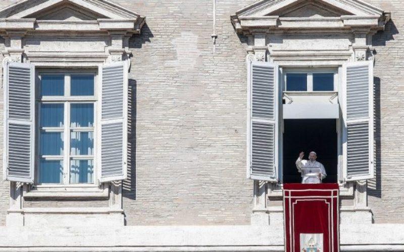 Папата Фрањо: Тој што води војна не владее со своите страсти